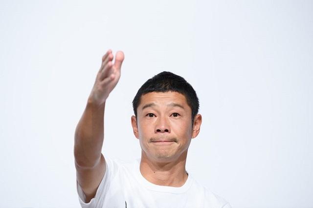 Tỷ phú Nhật dự định lên Mặt trăng quay lại ngành thời trang sau khi bán công ty cho SoftBank - Ảnh 1.