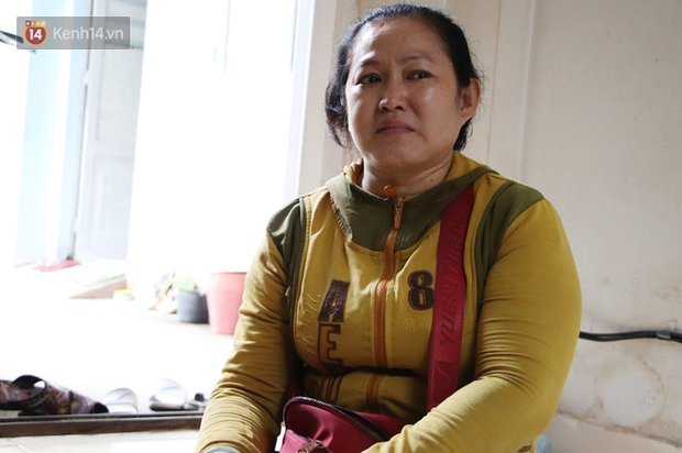 Bố bỏ nhà theo vợ nhỏ, bé trai 9 tuổi đi bán vé số khắp Sài Gòn kiếm tiền chữa bệnh cho người mẹ tật nguyền - Ảnh 2.
