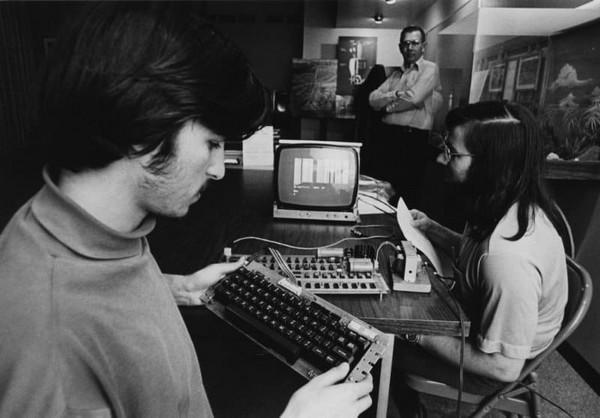 Chuyện chưa kể về Steve Wozniak: Cha đẻ của máy tính hiện đại, bạn thân với Steve Jobs - Ảnh 1.
