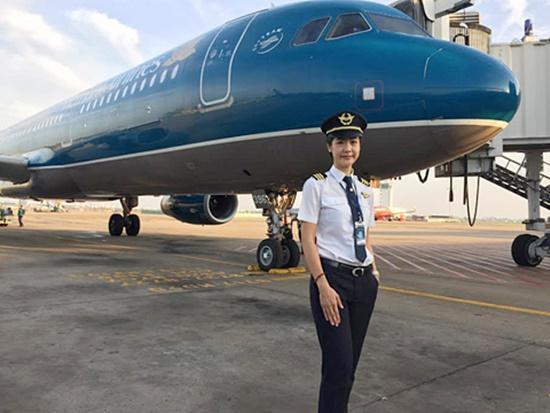 Tiểu sử ít biết về nữ cơ trưởng Huỳnh Lý Đông Phương: Từng lén gia đình đi thi lái máy bay chiến đấu, muốn làm phi công nhưng bị say máy bay - Ảnh 13.