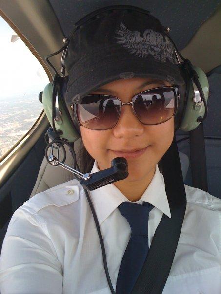 Tiểu sử ít biết về nữ cơ trưởng Huỳnh Lý Đông Phương: Từng lén gia đình đi thi lái máy bay chiến đấu, muốn làm phi công nhưng bị say máy bay - Ảnh 4.