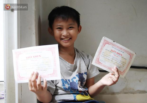Bố bỏ nhà theo vợ nhỏ, bé trai 9 tuổi đi bán vé số khắp Sài Gòn kiếm tiền chữa bệnh cho người mẹ tật nguyền - Ảnh 7.
