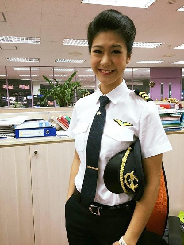 Tiểu sử ít biết về nữ cơ trưởng Huỳnh Lý Đông Phương: Từng lén gia đình đi thi lái máy bay chiến đấu, muốn làm phi công nhưng bị say máy bay - Ảnh 8.