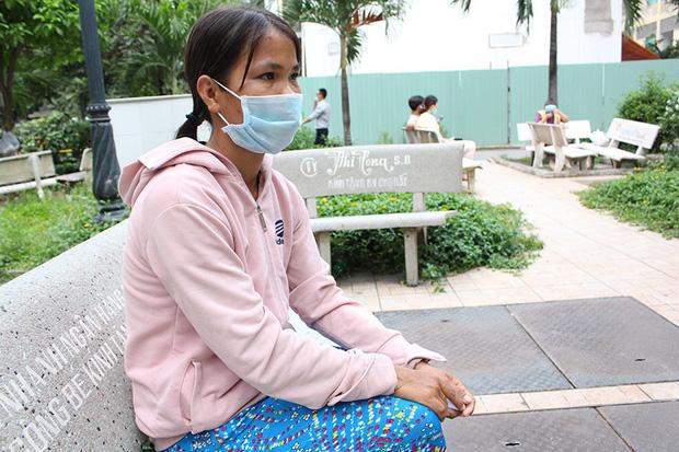 Gia cảnh khó khăn của người đàn ông cầm đầu rắn hổ mang vào bệnh viện cấp cứu: Bị tai nạn giao thông, đi bắt rắn chạy ăn từng bữa - Ảnh 1.