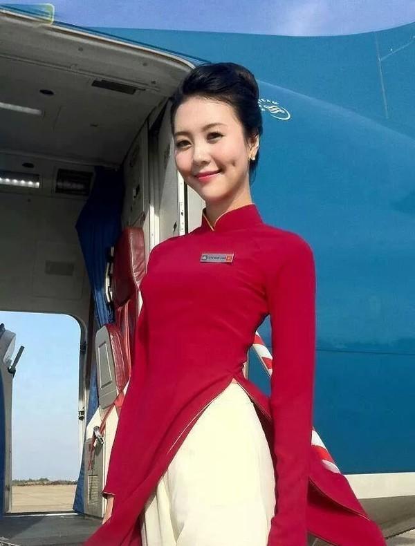 Trải qua 5 lần thay đổi đồng phục tiếp viên, Vietnam Airlines từng lọt Top 10 trang phục hàng không đẹp nhất thế giới và được nhận xét là ngày càng tinh tế, dịu dàng - Ảnh 5.