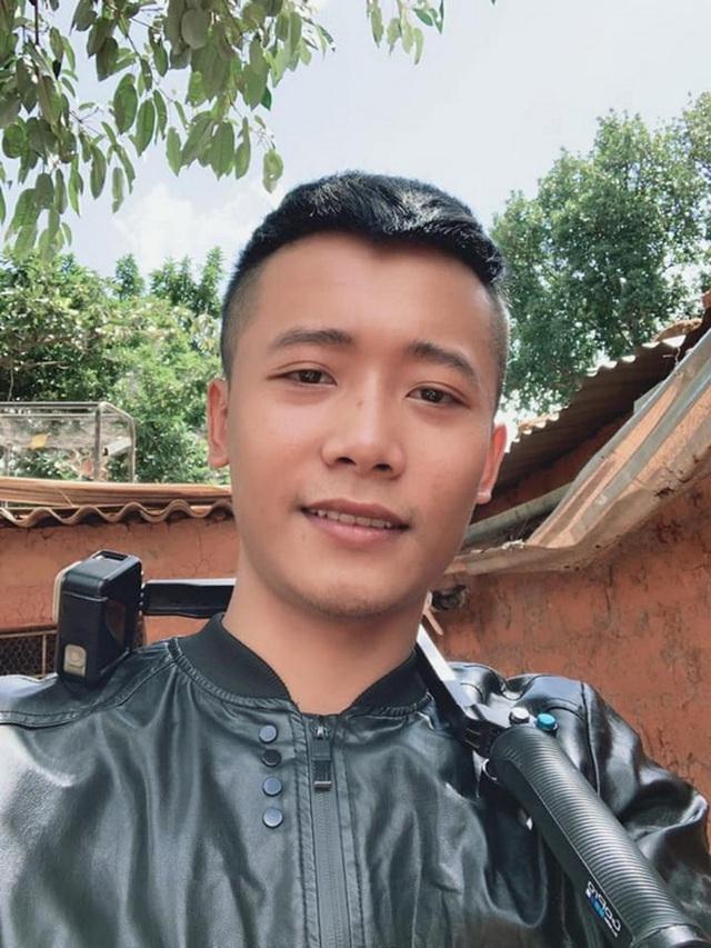 Review cuộc sống ở châu Phi, youtuber Việt đạt 1 triệu đăng ký sau 1 năm, thu nhập vài trăm triệu/tháng, thường xuyên làm từ thiện cho người nghèo - Ảnh 1.