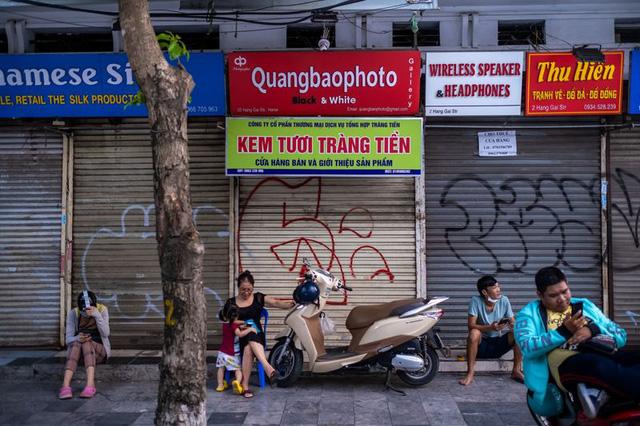 Bloomberg: Dù đà tăng trưởng kinh tế đột ngột chững lại do Covid-19, Việt Nam vẫn hấp dẫn các nhà đầu tư quốc tế  - Ảnh 1.