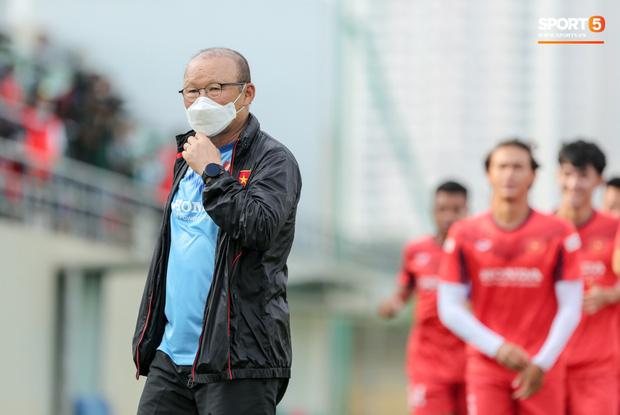 HLV Park Hang-seo được vinh danh đặc biệt, tuyển thủ Việt Nam gạ thầy khao to - Ảnh 2.