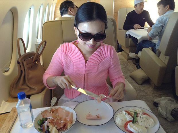Em gái Cẩm Ly: Thành người Việt giàu nhất thế giới sau khi lấy chồng tỷ phú ở Mỹ, gia tài đồ sộ, vi vu với chuyên cơ riêng - Ảnh 13.