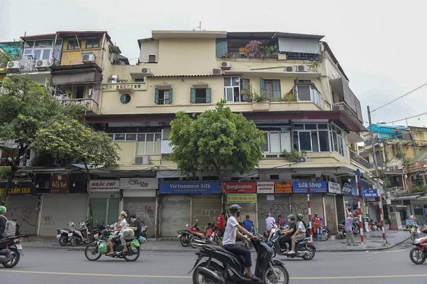 Clip, ảnh: Hàng loạt cửa hàng ở phố cổ Hà Nội lần thứ hai lao đao vì dịch Covid-19 - Ảnh 2.