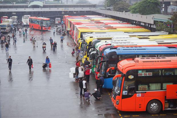 Hà Nội tìm kiếm những hành khách đi chung chuyến xe với bệnh nhân 620 - Ảnh 1.