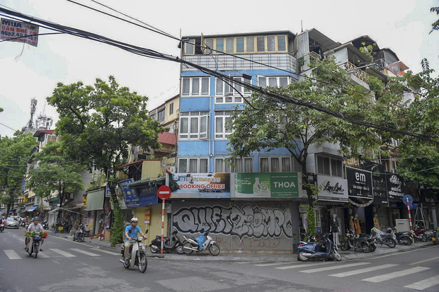 Clip, ảnh: Hàng loạt cửa hàng ở phố cổ Hà Nội lần thứ hai lao đao vì dịch Covid-19 - Ảnh 14.