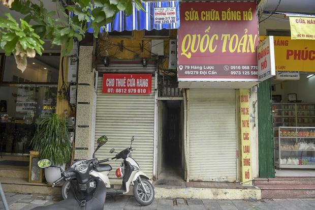 Clip, ảnh: Hàng loạt cửa hàng ở phố cổ Hà Nội lần thứ hai lao đao vì dịch Covid-19 - Ảnh 4.