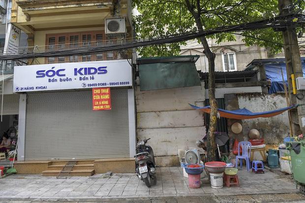 Clip, ảnh: Hàng loạt cửa hàng ở phố cổ Hà Nội lần thứ hai lao đao vì dịch Covid-19 - Ảnh 11.