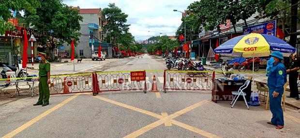 Cả gia đình 4 người ở Lạng Sơn mắc Covid-19: Tham gia chuyến du lịch Đà Nẵng cùng 15 người khác ở Bắc Giang và đi đến nhiều nơi - Ảnh 1.