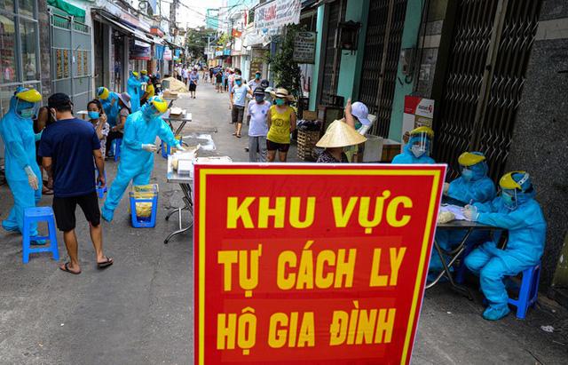 Những chiến binh CDC Đà Nẵng quay cuồng truy vết virus chết người  - Ảnh 13.