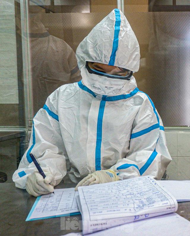 Những chiến binh CDC Đà Nẵng quay cuồng truy vết virus chết người  - Ảnh 4.