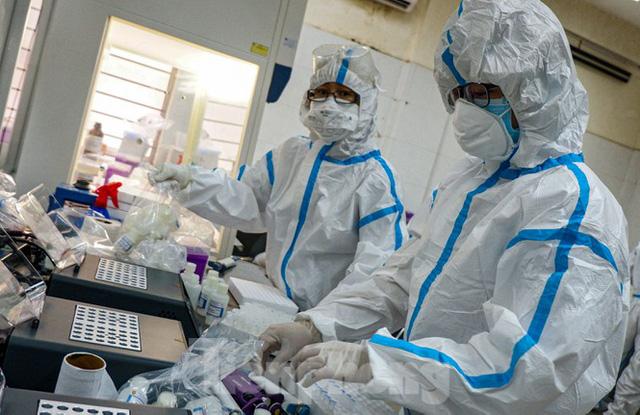 Những chiến binh CDC Đà Nẵng quay cuồng truy vết virus chết người  - Ảnh 8.