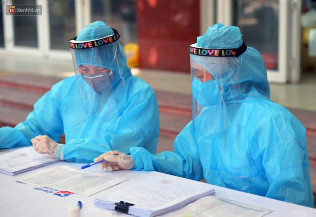 Ảnh: Hà Nội bắt đầu xét nghiệm PCR đối với người trở về từ Đà Nẵng - Ảnh 1.