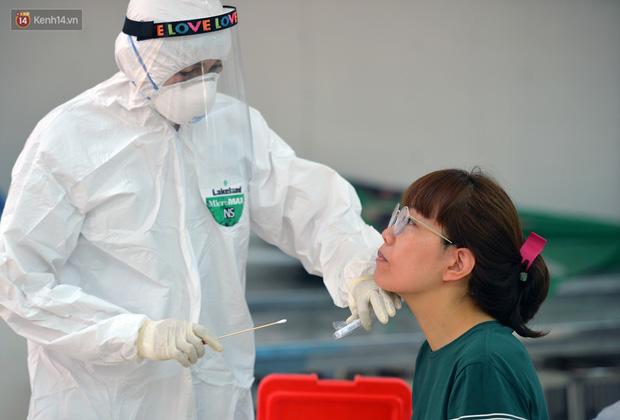 Ảnh: Hà Nội bắt đầu xét nghiệm PCR đối với người trở về từ Đà Nẵng - Ảnh 12.