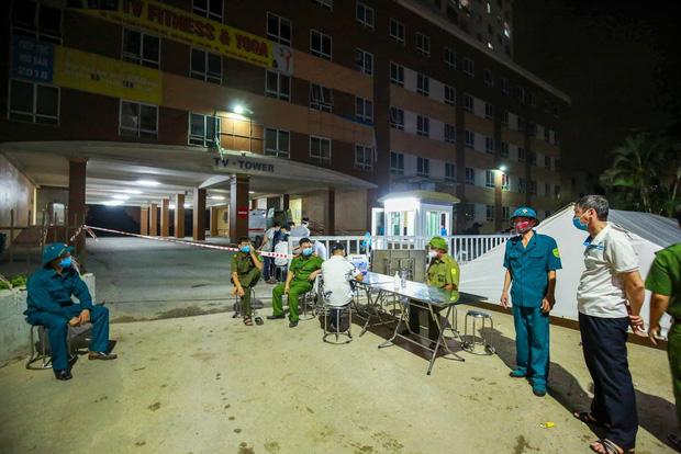 Hà Nội phong tỏa chung cư có bệnh nhân nhiễm Covid-19 tại Hoài Đức trong đêm - Ảnh 5.