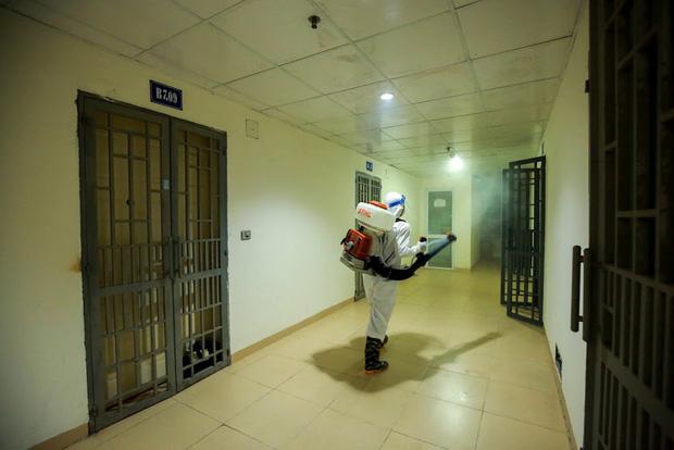 Hà Nội phong tỏa chung cư có bệnh nhân nhiễm Covid-19 tại Hoài Đức trong đêm - Ảnh 6.