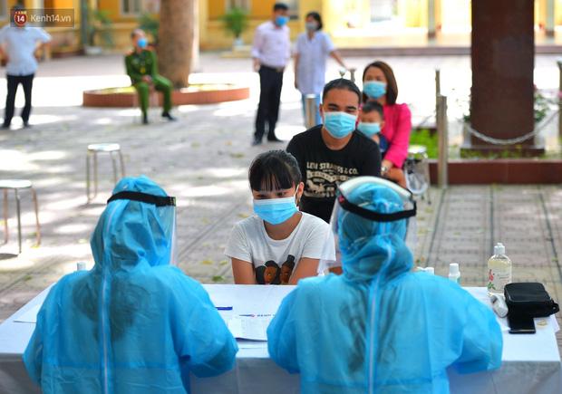 Ảnh: Hà Nội bắt đầu xét nghiệm PCR đối với người trở về từ Đà Nẵng - Ảnh 7.