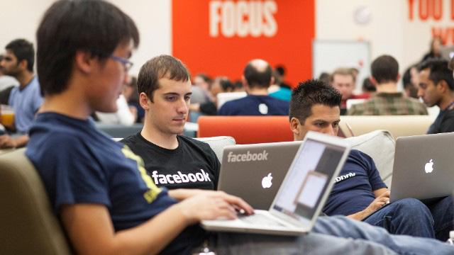 CEO Mark Zuckerberg nhận 1 USD/năm, Facebook trả lương nhân viên thế nào? - Ảnh 2.