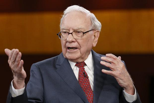 Warren Buffett tiết lộ tấm bằng có giá trị nhất cuộc đời ông không phải bằng đại học mà là khóa học trị giá 100 đô la này - Ảnh 1.