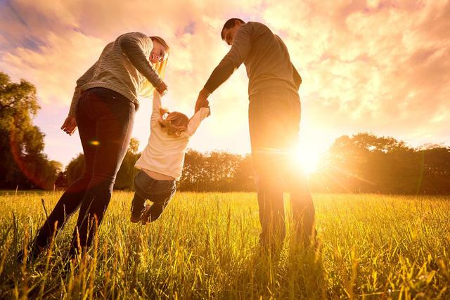 Câu trả lời của triết gia, nhà nghiên cứu tâm lý về con đường đi tìm hạnh phúc khiến nhiều người phải suy ngẫm  - Ảnh 2.