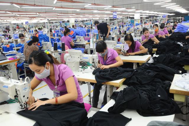 Mục tiêu xuất khẩu của ngành dệt may bị đè bẹp vì thiếu đơn hàng  - Ảnh 1.