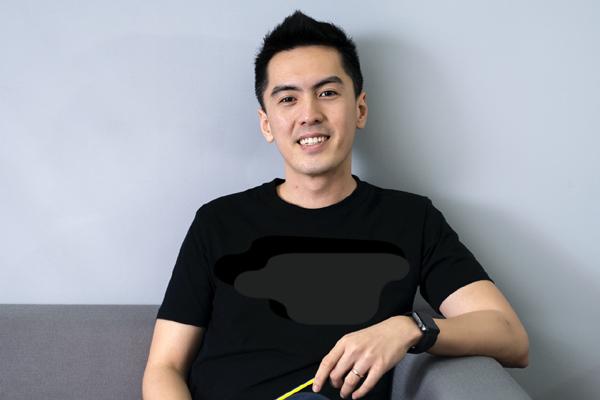 Tân CEO Gojek Việt Nam gây bão vì để lộ góc nghiêng khi bị chụp lén trong văn phòng: Cao 1m84, nói tiếng Anh như gió, biết chơi nhiều nhạc cụ  - Ảnh 4.
