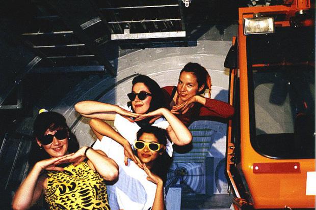 Tổ nghề sống ảo là đây: 4 cô gái đầu tiên của nhân loại up ảnh lên internet - Ảnh 4.