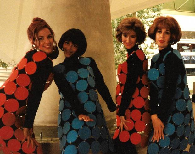 Tổ nghề sống ảo là đây: 4 cô gái đầu tiên của nhân loại up ảnh lên internet - Ảnh 5.