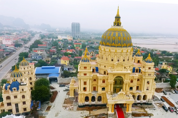 Thói quen decor nhà cửa sang chảnh của loạt CEO/tỷ phú Việt: Dát vàng từ cổng tới bên trong, đồ trang trí tiền tỉ gây choáng ngợp - Ảnh 9.