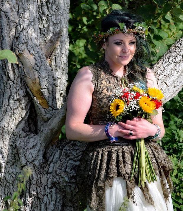 Người phụ nữ từng mặc kệ cảm nhận của gia đình để kết hôn với một cái cây giờ có cuộc sống như thế nào? - Ảnh 1.