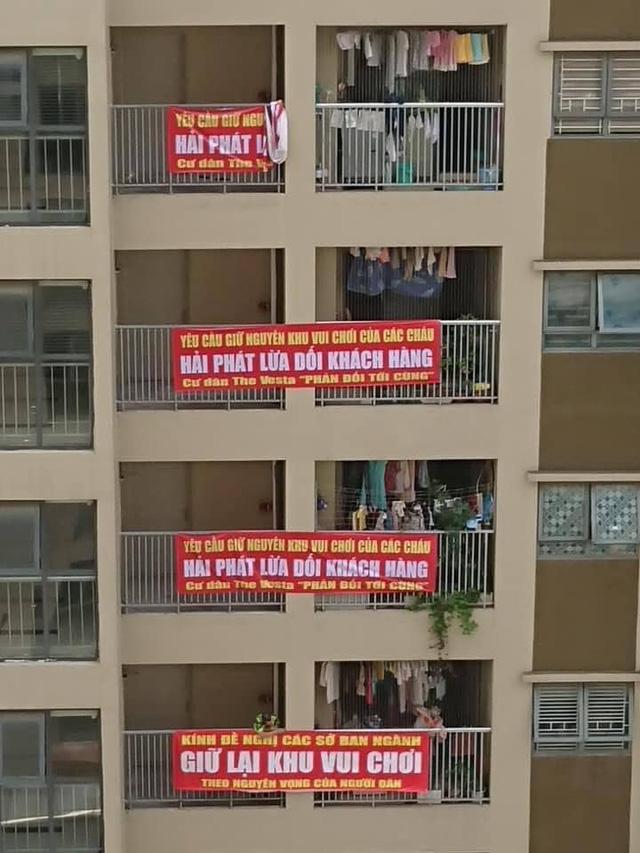 Cư dân chung cư The Vesta tố Hải Phát lừa dối khách hàng khi bán xong nhà thì phá sân chơi trẻ em xây bãi đậu xe - Ảnh 3.