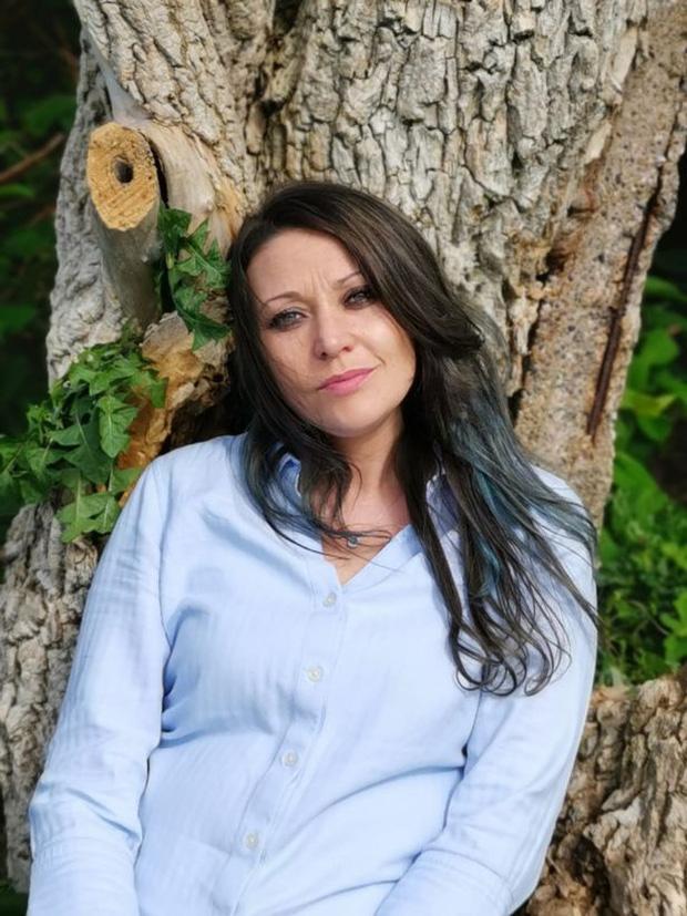 Người phụ nữ từng mặc kệ cảm nhận của gia đình để kết hôn với một cái cây giờ có cuộc sống như thế nào? - Ảnh 4.