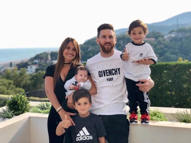 Trở thành tỷ phú USD thứ hai của làng bóng đá trong năm 2020, Messi đã làm điều này như thế nào? - Ảnh 1.