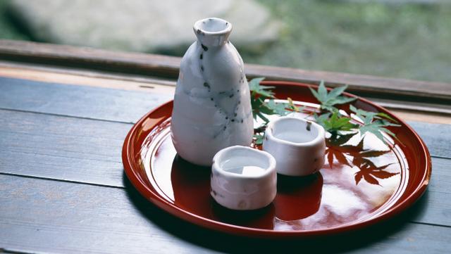 Tại sao người Nhật ăn nhiều bữa, lười tập thể dục mà tuổi thọ liên tục đứng đầu thế giới? Nhìn 3 cách họ uống nước bạn sẽ có ngay câu trả lời  - Ảnh 2.