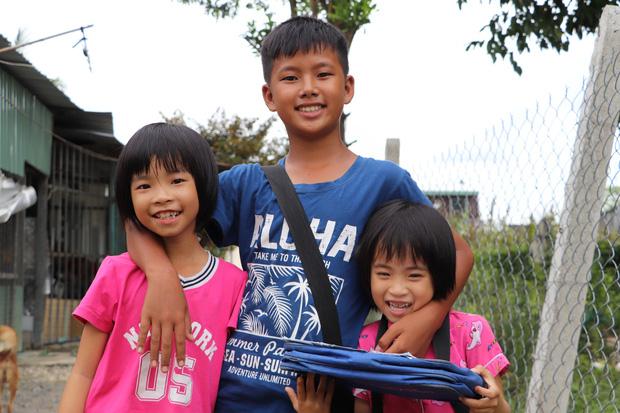 TP.HCM: Cha lấy vợ khác, mẹ bỏ đi, 4 đứa trẻ thất học đội nắng bán vé số kiếm tiền chữa bệnh cho người ông bại liệt - Ảnh 19.