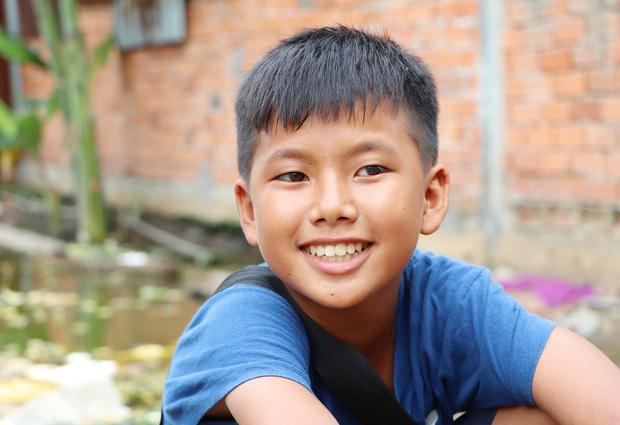 TP.HCM: Cha lấy vợ khác, mẹ bỏ đi, 4 đứa trẻ thất học đội nắng bán vé số kiếm tiền chữa bệnh cho người ông bại liệt - Ảnh 10.