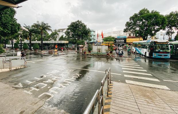 """2 bến xe lớn nhất Sài Gòn """"ngấm đòn"""" Covid-19, nhà xe hạ giá vé vì ế khách trong dịp nghỉ lễ Quốc khánh - Ảnh 5."""