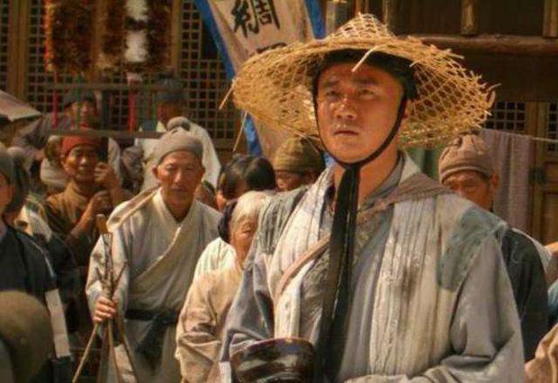 Thiên kim tiểu thư bị cha ép làm vợ bé của gã ăn mày, ai ngờ 20 năm sau người chồng nghèo khó ấy lại trở thành Hoàng đế - Ảnh 1.