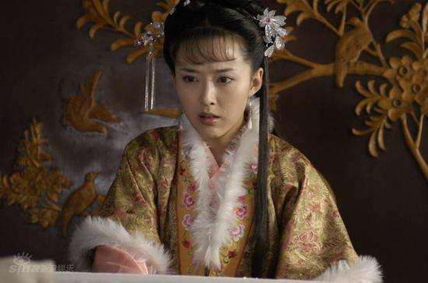 Thiên kim tiểu thư bị cha ép làm vợ bé của gã ăn mày, ai ngờ 20 năm sau người chồng nghèo khó ấy lại trở thành Hoàng đế - Ảnh 2.