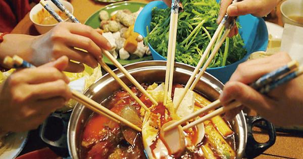 3 kiểu ăn cơm cực tai hại mà người Việt cần phải từ bỏ ngay trước khi làm mòn bao tử và rước thêm cả tá bệnh cho mình - Ảnh 4.