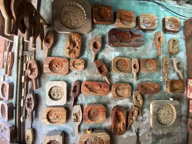 Triết lý 'ngược đời' của người thợ Hà thành 40 năm làm khuôn bánh Trung thu  - Ảnh 5.