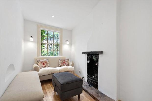 Ngôi nhà hẹp nhất London gây tranh cãi lớn khi rao bán với giá tận hơn 30 tỷ đồng, ai cũng tò mò liệu bên trong chứa kho báu gì không - Ảnh 9.