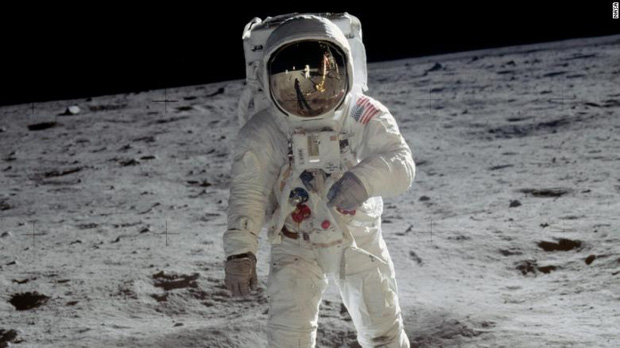 NASA tiết lộ kế hoạch đưa người phụ nữ đầu tiên lên Mặt Trăng vào năm 2024 - Ảnh 1.