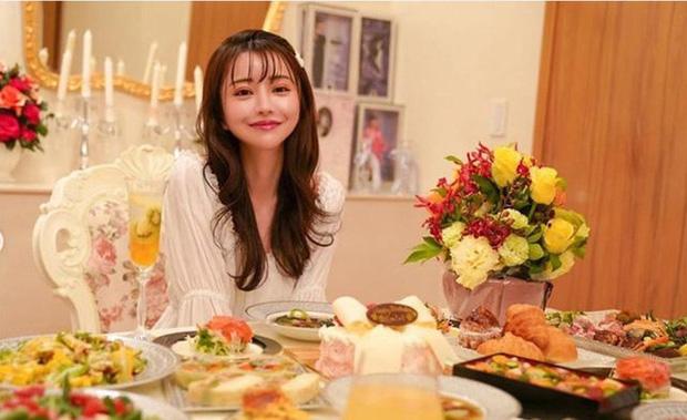 Choáng với cuộc sống của mẫu nữ kiêm Geisha số 1 Nhật Bản: Hàng hiệu xa xỉ, thu nhập 44 tỷ/năm, quyết nghỉ hưu ở tuổi 32 - Ảnh 19.